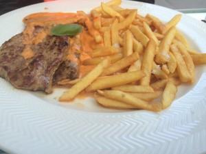 Scaloppina - Kalvefilet og fløde- tomatsauce, - Filet of veal and cream-sauce